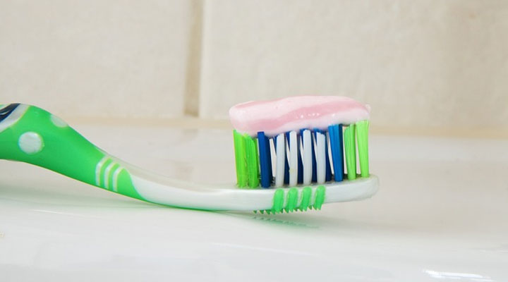 best herbal toothpaste for sensitive teeth